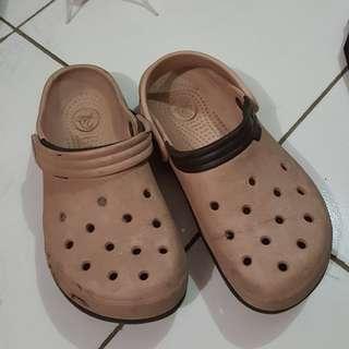 Crocs asli
