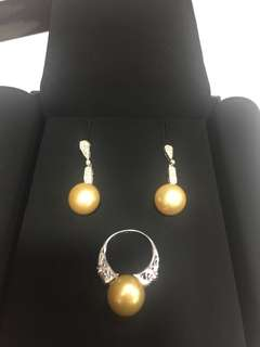 Set of south sea pearls in 18k white gold
