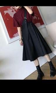 🚚 質感黑個性繫扣傘裙