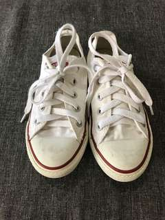 Converse Canvass Sneakers