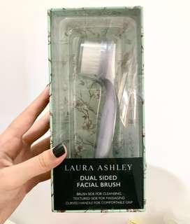 Brush (facial)