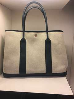 正品 98%新 Hermes Garden Party 36 米白色布併深藍色皮上膊袋 輕身好用! 夏日最愛!