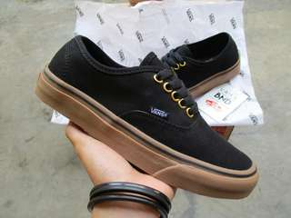 Vans Authentic Black Gum Ring Gold