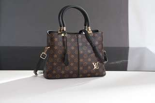 LV TOT WIT LONG STRAP