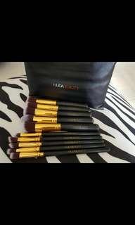 Huda beauty brush set