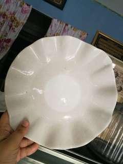 Porcelain wavy white plate