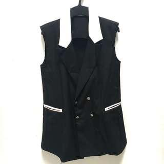 Black flare vest