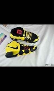 🚚 Assorted kicks