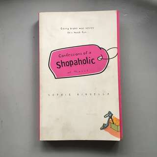 Confessions of a Shopaholic book by Sophie Kinsella 📚 | 📖 B47