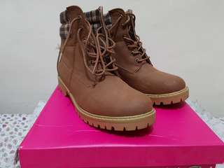 FOR SALE!! Preloved ROMEO LACE-UP BOOTS
