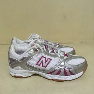 New Balance | Training shoes in white and pink | 👟 318-LP02