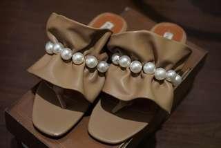 Vanilla pearl sandal