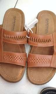 Sandal cardinal ori