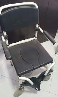 Commode Wheelchair with a lid and removable bucket
