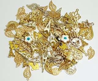 100pcs. Randomly Mixed Gold Charms