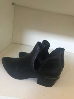 Black London rebel shoes
