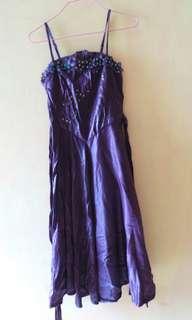 Gaun ungu mute