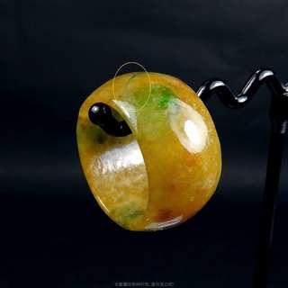 🚚 珍珠林~小瑕疵大特價~翠綠糖黃玉戒.也可當玉墬子佩戴#406 內徑19MM