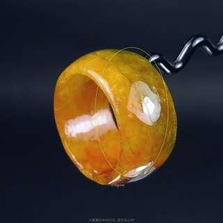 🚚 珍珠林~小瑕疵大特價~翠綠糖黃玉戒.也可當玉墬子佩戴#416 內徑19MM