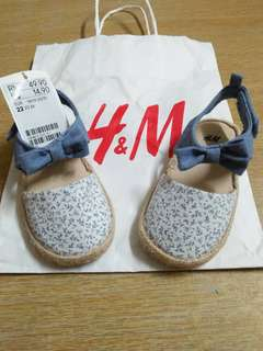 H&M kids shoes size 22