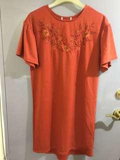 🚚 專櫃刺繡花一件式洋裝