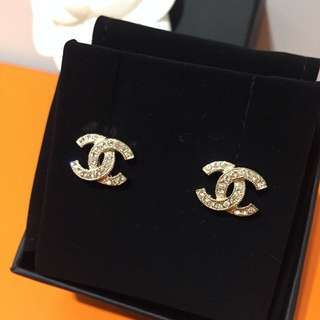 New Chanel Crystal Stone Earrings. 全新香奈兒閃石耳環