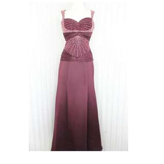 Long dress/ gaun pesta/ Simple Elegant warna Merah Maroon kode 8023