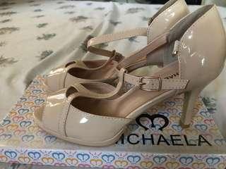 Michaela sandals good as new
