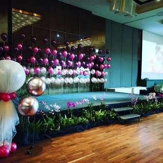 Stage backdrop balloon deco