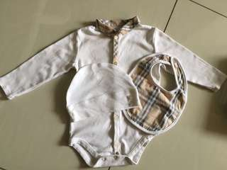 Burberry baby set