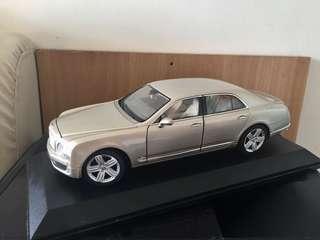 1:18 Bentley Model Car 送 Autoart 模型展示盒 (留意內文)