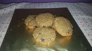 VEGAN/ VEGETARIAN Chocolate chip Oatmeal Cookies