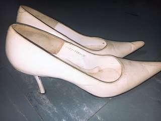 👠 white heels