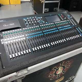 Allen&Heath QU32 Digital Mixer with flight case