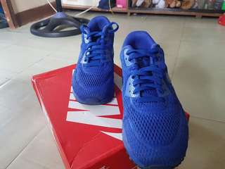 For sale:  NIKE AIRMAX (Color blue) SLIGHTLY USED