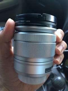 Lensa kit Fujifilm XA10
