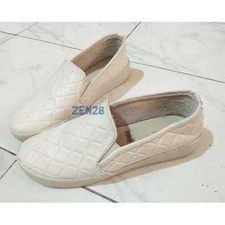 Sepatu Kets Putih