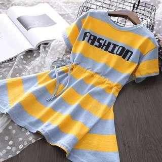 🚚 預購「7-15碼寬版條紋字母休閒洋裝連身權童裝」