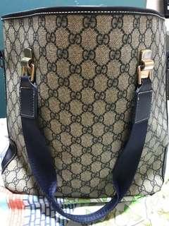Gucci not sure if its original. Bigay lang po kasi. Free shoulder bag