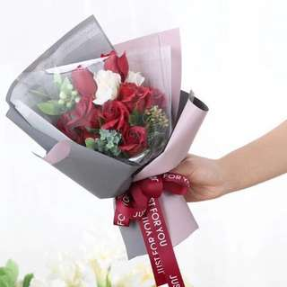 Roses Bouquet - Long lasting scented roses Bouquet in gift box ( chalkboard and led lighting included) Box size : Ht31.5cm x W20cm x D11.5cm