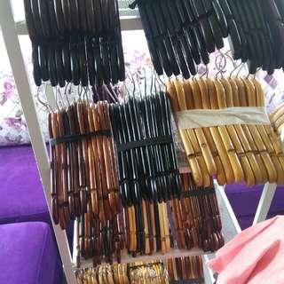 Hanger gantungan baju kayu polos