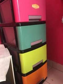 lemari baju dan rak tv