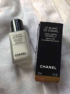 Chanel Le Blanc De Chanel Illuminating Base