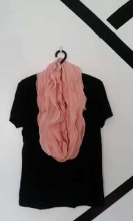 🌸 Pink ruffles infinity scarf