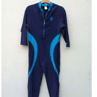 Arena wet suit Size 32J. In good condition.