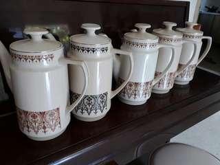 vintage Kun Lun teapots