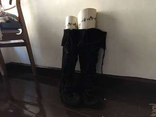 🚚 Minnetonka黑色麂皮靴綁帶流蘇長靴莫卡辛