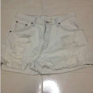 LEVIS Ripped White Shorts