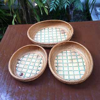 Rattan trays. 3 pieces dimension are 34 x 27 x 7, 31 x 25 x 6 and 27 x 22 x 5cm.