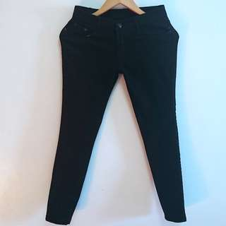 Skinny Jeans available in Black and Blue